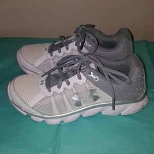 Under Armour 6.5 micro G sneakers gray and white